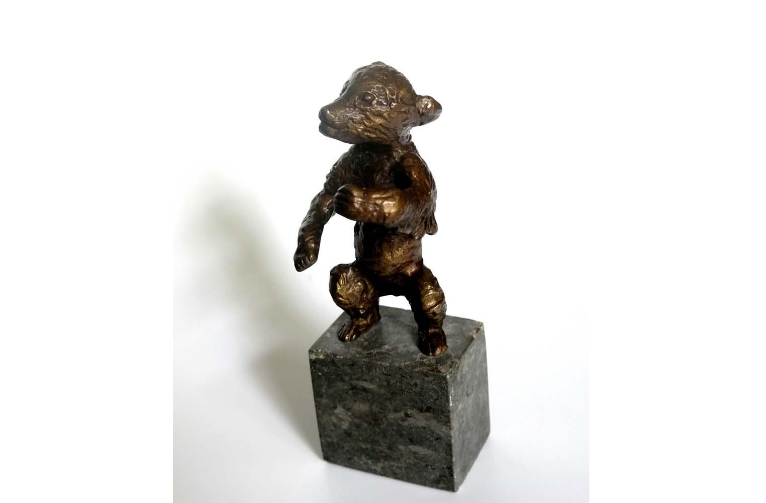 """Renee Sintenis """" Junger Bär """", Bronze 1932, Signatur: RS, Buhlmann 226 - Berger / Ladwig 135, Gießerstempel: Noak Berlin, H. 13,5 cm, 8.500 €"""