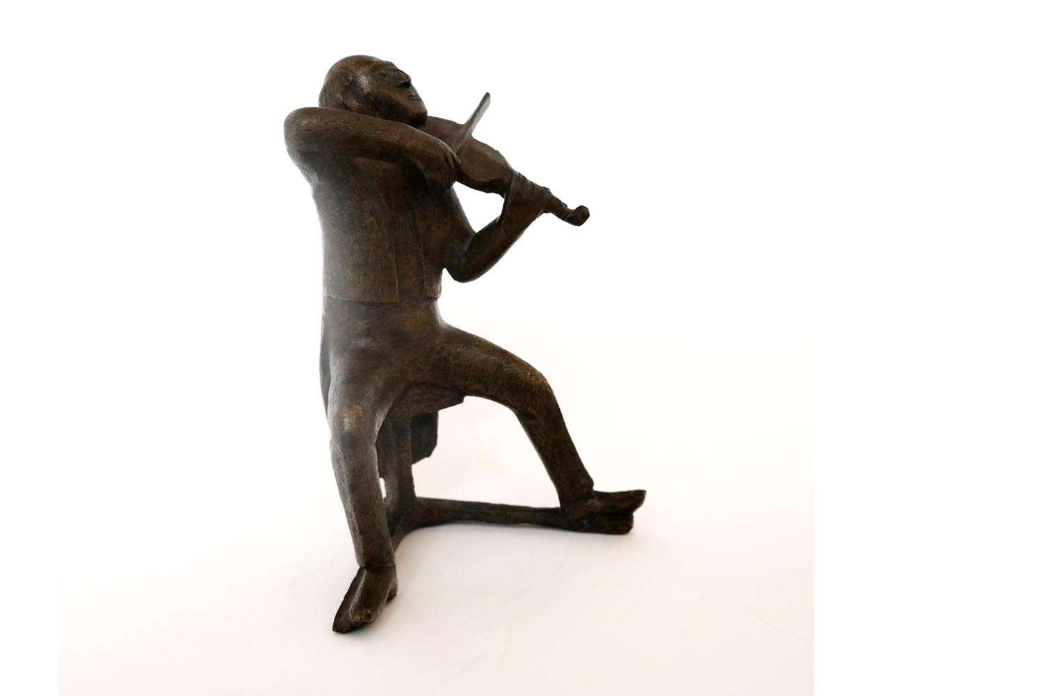"Gerhard Marcks  "" Sitzender Geiger "" , Bronze 1964, Signum Guss  2 / 10 ,Gießerei Barth , Berlin Marienburg, Rudloff 834, H.25,5 x 18,0 cm, 9.200 €"